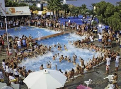 Pensiones hostales casas rurales baratas for Hoteles baratos en sevilla con piscina